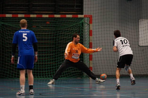 Nichts gewesen. Philipp Wüthrich vom HC Limmat versemmelt seinen Penalty gegen HCDU-Hüter Josip Katicic.