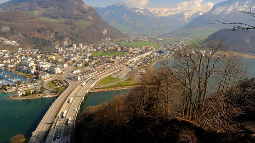 Auf der A2 im Kanton Nidwalden wird lange gebaut