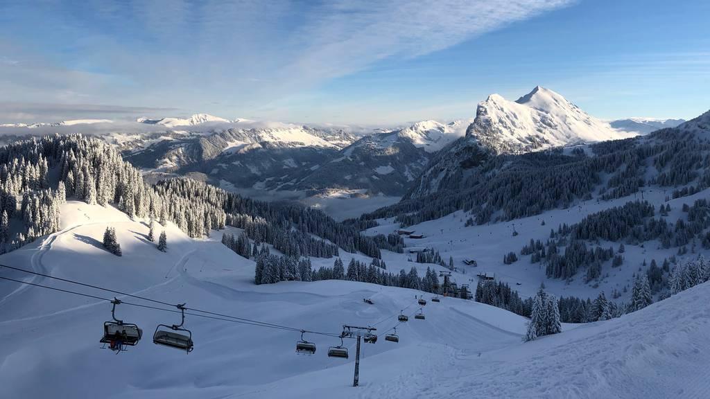 Tödlicher Skiunfall: 51-Jähriger stürzt ohne Helm in Gebirgsbach