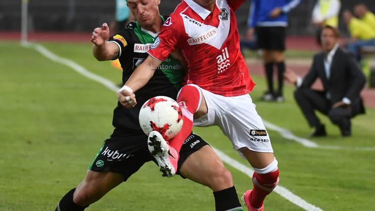 Ezgjan Alioski (rechts) spielte vor seinem Wechsel auf die Insel für Lugano.