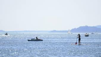 Das schöne Wetter am Wasser geniessen – wie diese Menschen Ende August auf dem Bieler See – das geht noch ein paar Tage.