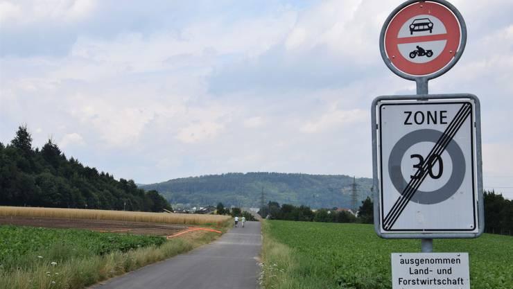 Die Büntefeldstrasse in Hausen gilt als attraktive Verbindung für Fussgänger und Velofahrer. Auch künftig gilt das Motorfahrzeugverbot.