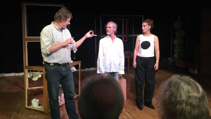 Ueli Blum, Reto Baumgartner und Franziska Senn (v.l.) erarbeiten gemeinsam ihre Stücke.