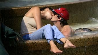 Hingebungsvolle Küsser tun ihrer Gesundheit fast ebenso viel Gutes wie Jogger. KEYSTONE