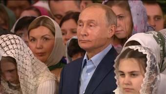 Weihnachtsfeiern in der Verklärungskathedrale in St. Petersburg und in der Christ-Erlöser-Kathedrale in Moskau.