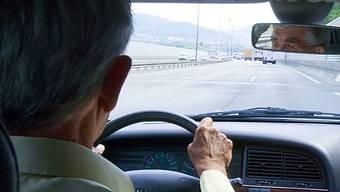 Im Alter benötigt man etwas mehr Zeit für die Einschätzung und Reaktion im Verkehrsgeschehen.