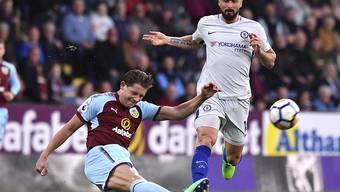 Grosser Kampf, kein Erfolg: Burnley (James Tarkowski, links) verliert gegen Chelsea