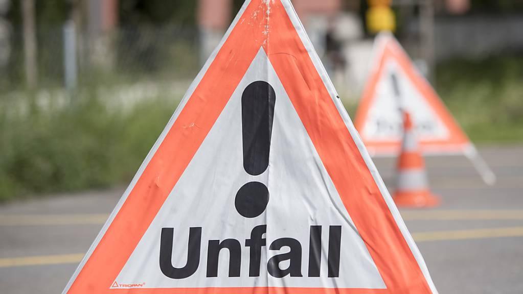 Ein Rennradfahrer zog sich beim Unfall in Luzern erhebliche Kopfverletzungen zu. (Symbolbild)
