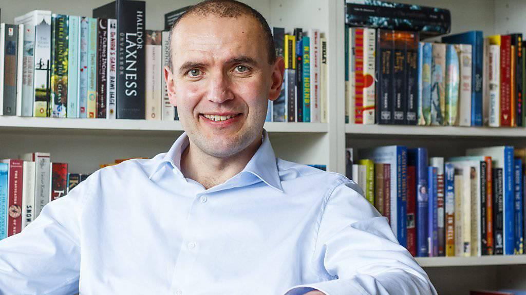 Ein Politik-Neuling wird neuer Präsident Islands: der Historiker Jóhannesson in seiner Privatbibliothek in Reykjavik.
