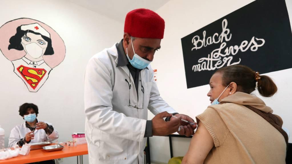 Die Impfkampagne habe in Tunesien viel zu spät gestartet, schrieb der Kanton St.Gallen am Freitag. Das Land befindet sich in einer verheerenden Corona-Situation.