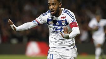 Alexandre Lacazette feiert eines seiner Tore gegen St-Etienne