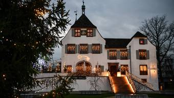 Das Schloss Binningen präsentiert sich in warmem, hellem Lichterglanz – wie immer um diese Zeit.