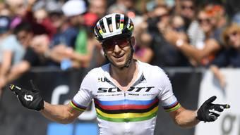 Behält das Weltmeister-Trikot: der Bündner Nino Schurter