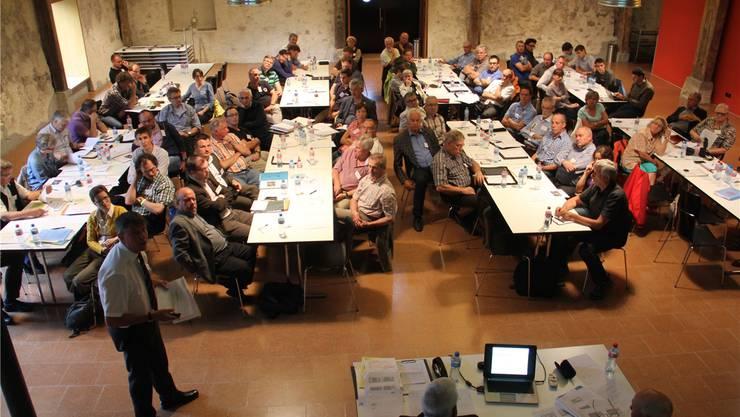 Heiko Dobler, Mitglied der Fachgruppe Oberflächenanlagen und Tourimusvertreter von Laufenburg (D), stellt an der Regionalkonferenz Jura Ost die Stellungnahme vor. CM