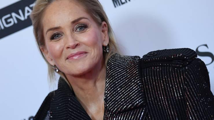 """Der Erotikthriller """"Basic Instict"""" hat sie einst berühmt gemacht. Jetzt sorgt Sharon Stone mit ihrem Profil auf einer Dating-App für Irritationen: Das Profil wurde gesperrt, weil Nutzer dachten es sei ein Fake. (Archivbild)"""