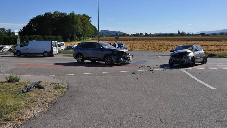 Ein nachfolgender Lieferwagenlenker bemerkte dies zu spät. Es kam zur Kollision.