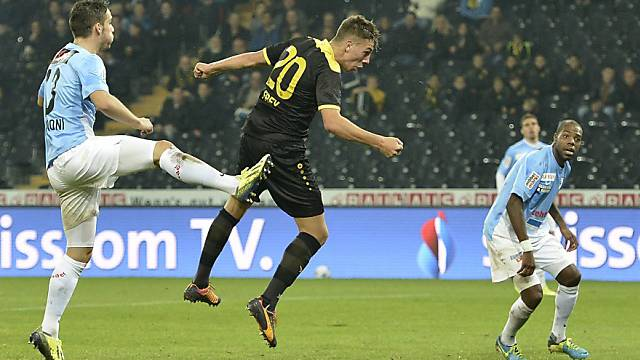 Berns Michael Frey erzielt per Kopf seinen zweiten Treffer.