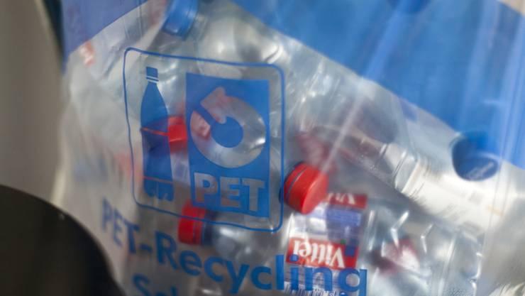 Am Züri Fäscht türmte sich der Abfall. Ganze 290 Tonnen wurden während und nach dem Anlass eingesammelt. Braucht es ein PET-Pfand?