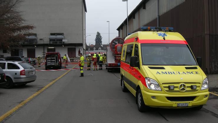 Zwei Personen mussten mit der Ambulanz ins Spital gebracht werden.