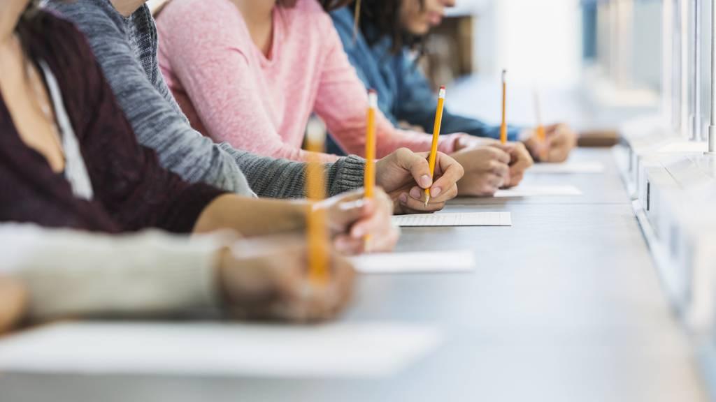Würdest du die Kanti-Prüfung bestehen? (Symbolbild)