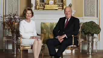 Norwegens Königin Sonja hat ihr restauriertes Elternhaus als Publikumsattraktion eröffnet. Es war einer der wenigen Orte, an welchem sie sich als Bürgerliche heimlich mit ihrem späteren Ehemann, dem Kronprinzen Harald, treffen konnte.
