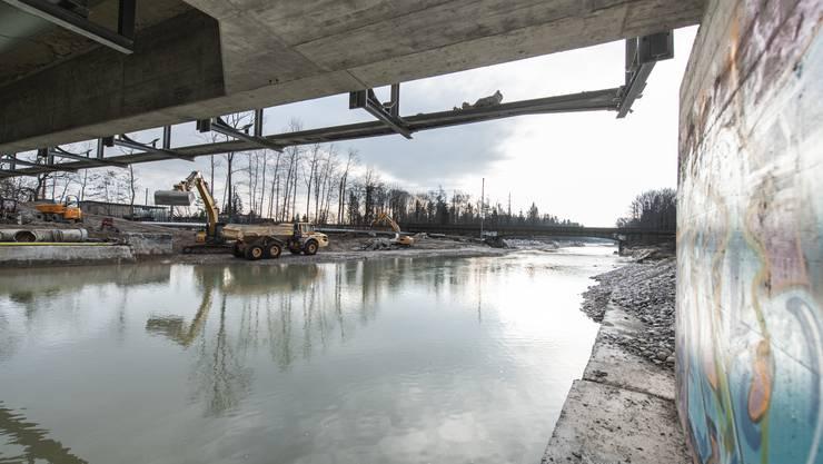 Hochwasserschutz und Renaturierung Emme bei der Kebag Zuchwil