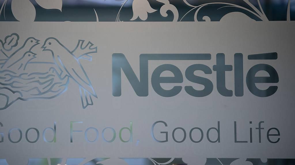 Nestlé ist sehr stark ins Jahr 2021 gestartet. Vor allem Kaffee, Milchprodukte und Tierfutter verkauften sich gut. Der Konzern bleibt damit auf Kurs, das Wachstum im Gesamtjahr weiter zu beschleunigen. (Archivbild)