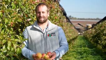 Andreas Suter vom Loorhof in Lupfig freut sich auf viele Besucher am Aargauer Apfelfest. Bild: AZ-Archiv
