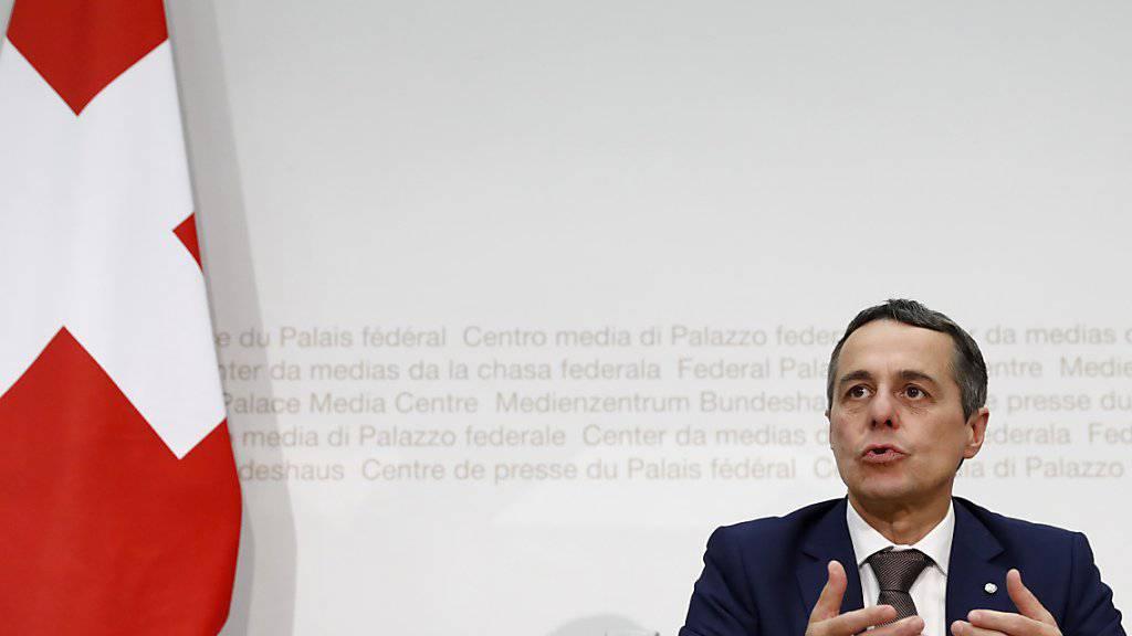 Der designierte Aussenminister Ignazio Cassis ist vor seiner Wahl in den Bundesrat Mitglied der Gesellschaft für ein freiheitliches Waffenrecht «Pro Tell» geworden.