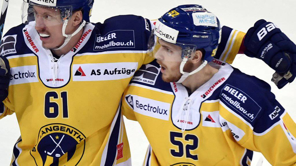 Mike Völlmin (rechts) spielt ab der nächsten Saison für Genève-Servette.