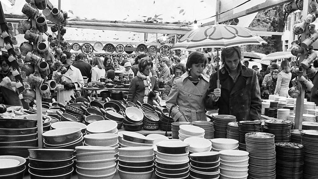 Der Häfelimarkt auf dem Petersplatz im Jahr 1974.
