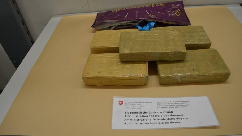 Zöllner stellen 6 Kilo Kokain sicher