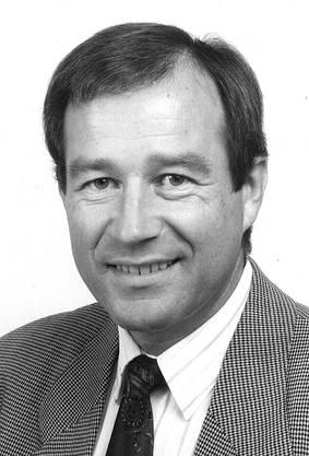 Maximilian Reimann, geboren 1942, studierte Rechts- und Staatswissenschaften und arbeitete später als TV-Journalist beim Schweizer Fernsehen wie auch als selbstständiger Jurist.