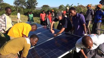 Sahay Solar-Initiative: Solaranlagen für Dorfschulen und Krankenstationen