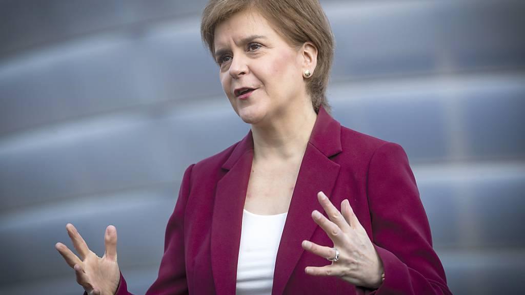 Leichte Lockerungen in Schottland: Friseure und Gartencenter öffnen