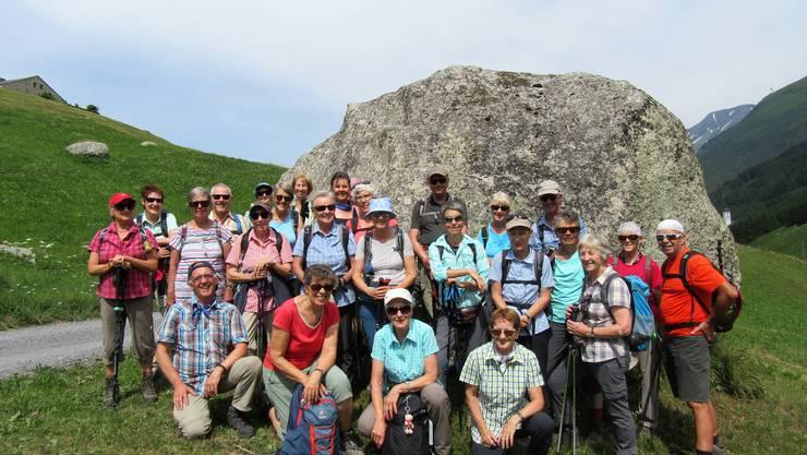 "Gruppenfoto auf dem Höhenweg ""Moos"" oberhalb Hospental"