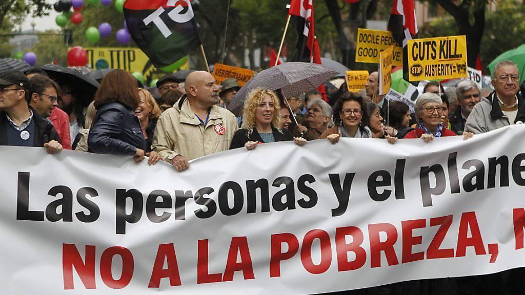 Gegen Armut und TTIP: Demonstranten marschieren durch Madrid.