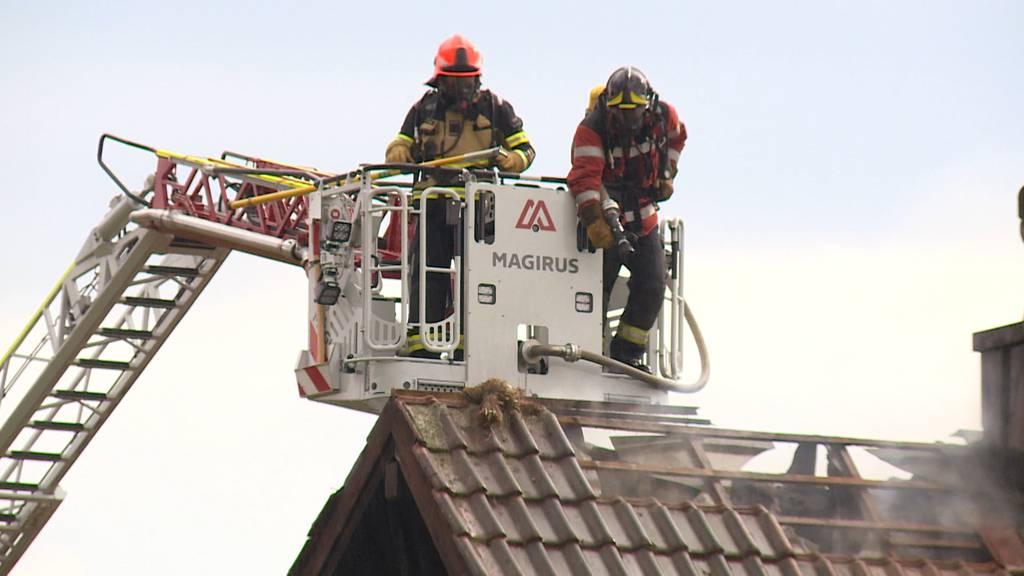 Ramsen (SH): Einfamilienhaus fängt nach Blitzeinschlag Feuer