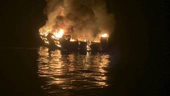 Nach einem verheerenden Brand auf einem Schiff vor der Küste Kaliforniens haben die Rettungskräfte zahlreiche Todesopfer geborgen.