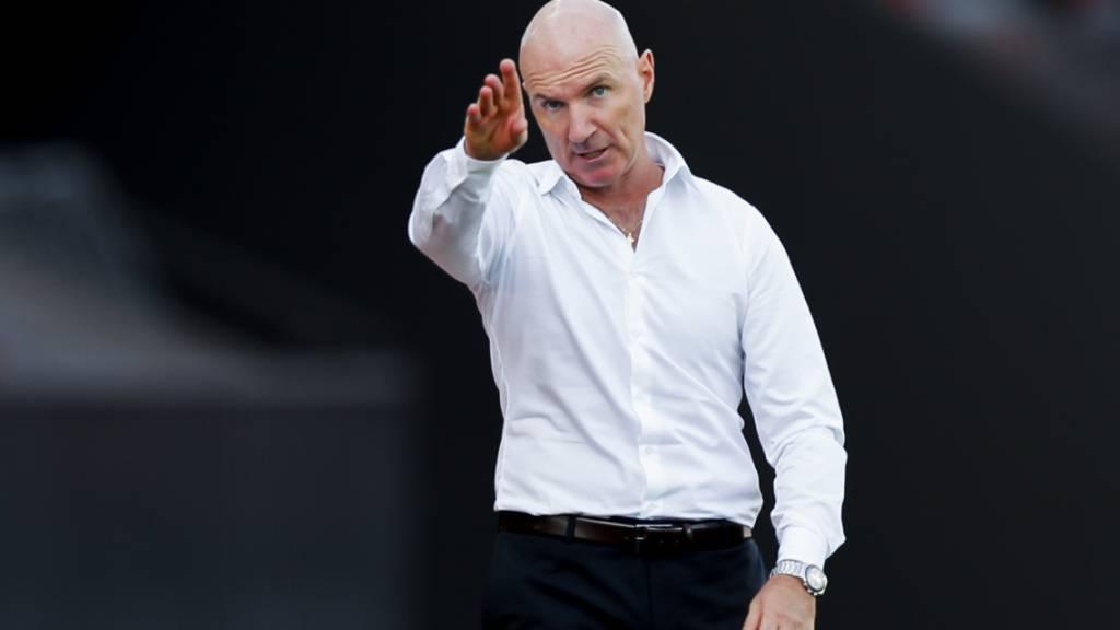 Trainer Carlos Bernegger muss mit dem FC Thun einiges begradigen