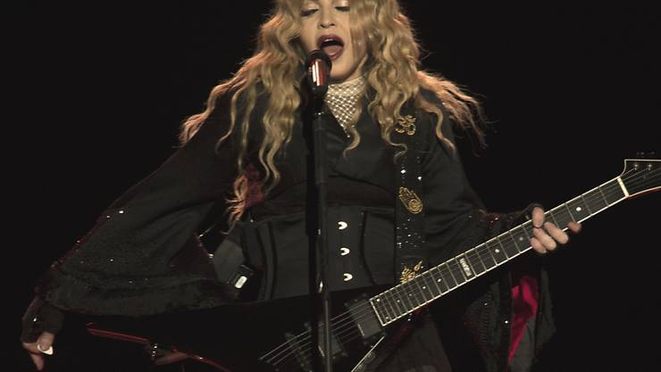 """Auf ihrer """"Rebel Heart""""-Tournée hat Madonna wieder einmal Rebellin gespielt: In Taipeh trat sie mit der Flagge Taiwans auf (Archiv)."""