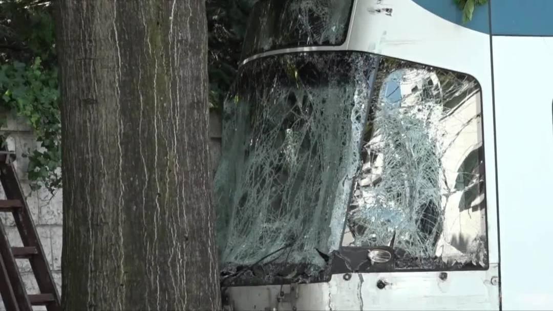 Zürich: Tram kracht in Lastwage