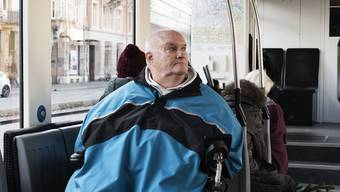 Mit Rollstuhlfahrer Francesco Bertoli auf Trämlitour.