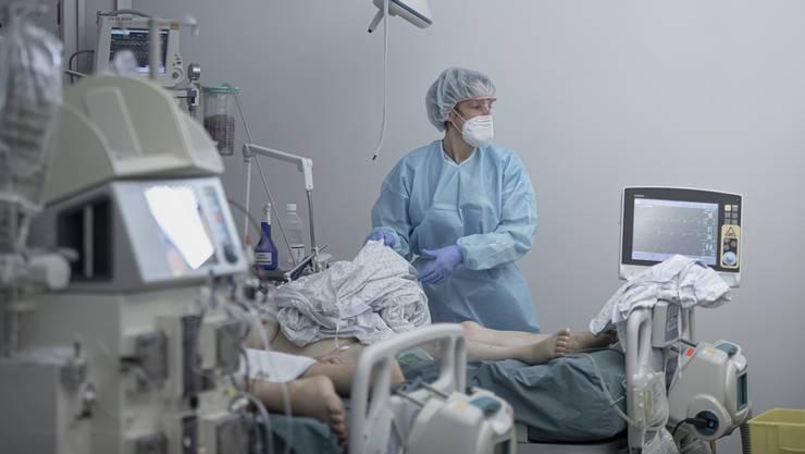 Über 400 Menschen mussten seit dem Freitag wegen des Coronavirus hospitalisiert werden.