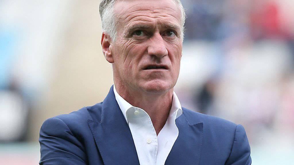 In typischer Pose: Frankreichs Nationaltrainer Didier Deschamps