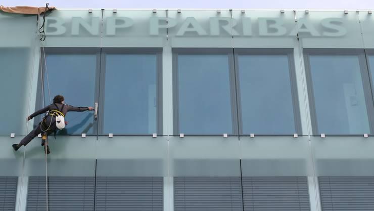 Die saubere Fassade trügt: US-Untersuchungsbehörden verschafften sich Einsicht ins schmutzige Geschäft der Pariser Bank.
