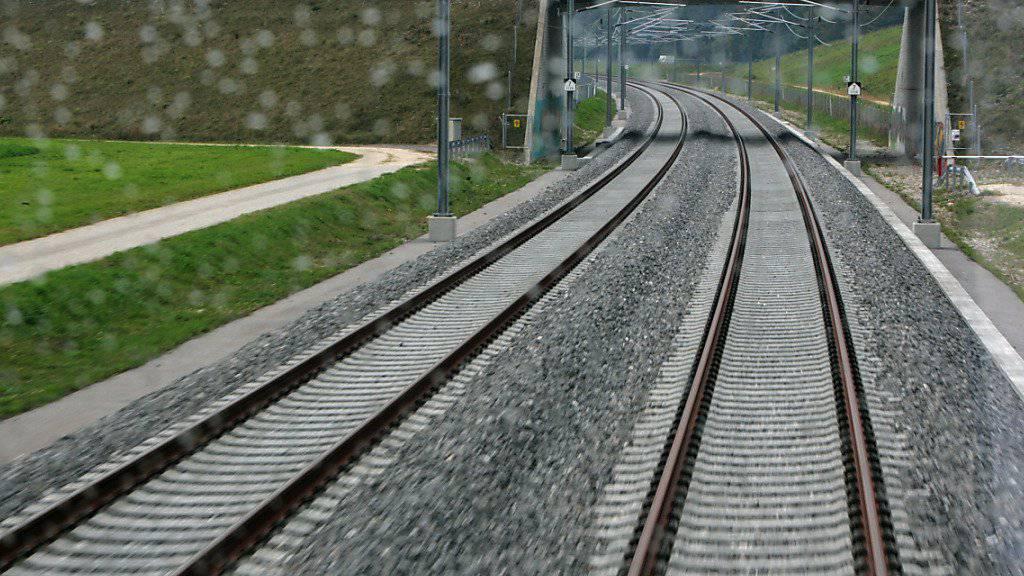 Sie haben mehrere Steinplatten auf das Gleis der SBB-Neubaustrecke Bern-Olten gelegt und kassieren mehrmonatige Freiheitsstrafen. Im Kanton Solothurn sind zwei junge Männer verurteilt worden. (Archivbild)