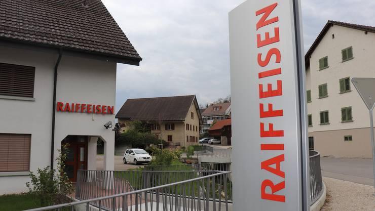 Kaum noch Schalterbesuche: Die Raiffeisen Wehntal-Surbtal gibt den Standort in Tegerfelden auf.