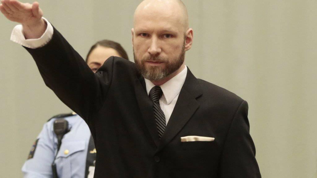 Anders Behring Breivik  erhebt am Dienstag zum Start des Berufungsprozesses um seine Haftbedingungen den Arm zum Hitlergruss.