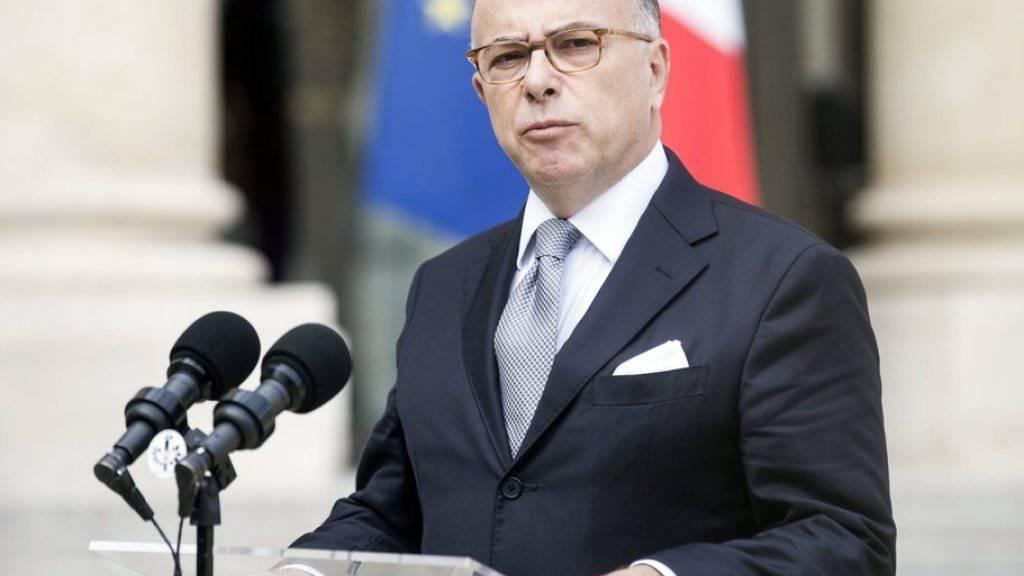 Frankreichs Innenminister Bernard Cazeneuve kündigte die Neuorganisation der Islam-Institutionen an. (Archivbild)